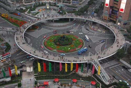 Çin-Lujiazu, yaya üst geçiti
