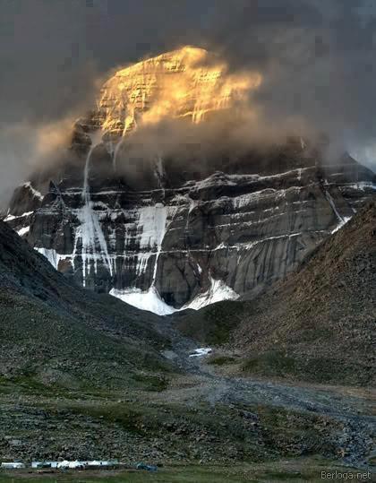 Tibet-Kailash dağlarında gündoğumu