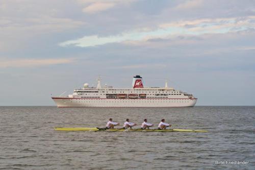 MS Deutschland gemisi Alman Milli takım 4X ekibine karşı