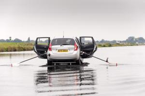 New-Nissan-Note-rowing-boat-2