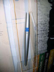 6-Olympische_fakkel_houder_2004