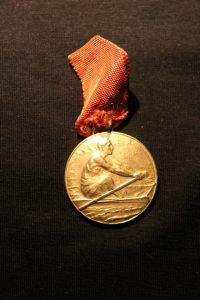 2-1938 Nevin Hassan'ın kazandığı bir kürek madalyası