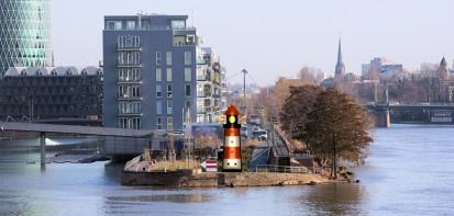 104-westhafen-leuchtturm