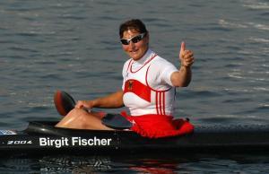 Birgit Fischer , 4er , Vierer Kayak , Kanu Rennsport , Aktion , Jubel Freude beim Olympiasieg im 4er , Olympische Spiele in Athen 2004,