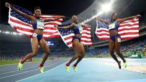 20-Amerikalı atletler her üç madalyayı da kazandı 100m engelli