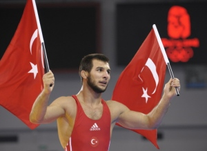 Turkey's Ramazan Sahin carries national flags to celebrate his victory over Ukraine's Andriy Stadnik (not in photo) in their men's 66kg freestyle gold medal wrestling match at the 2008 Beijing Olympic Games on August 20, 2008. AFP PHOTO / TOSHIFUMI KITAMURA